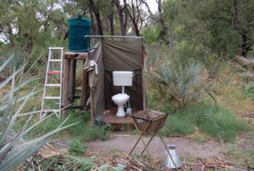 Die mobile Toilette reinigen