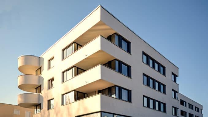 Modernes Gebäude im Bauhaus-Stil