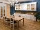 Küche mit Kronleuchter