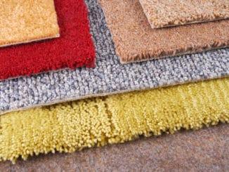 Verschiedene Teppiche im Geschäft