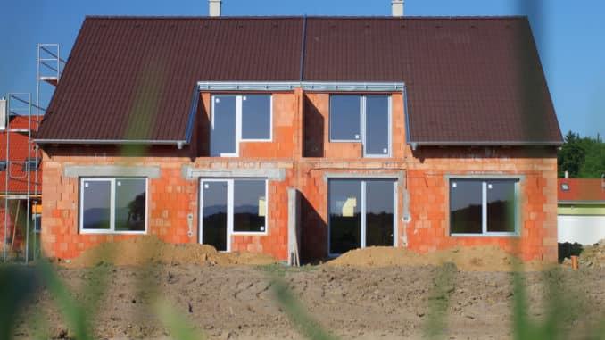 Doppelhäuser sind günstiger als 2 einzelne Häuser