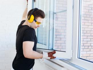 Fenster wird geprüft